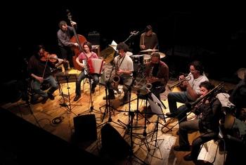 Il gruppo in concerto