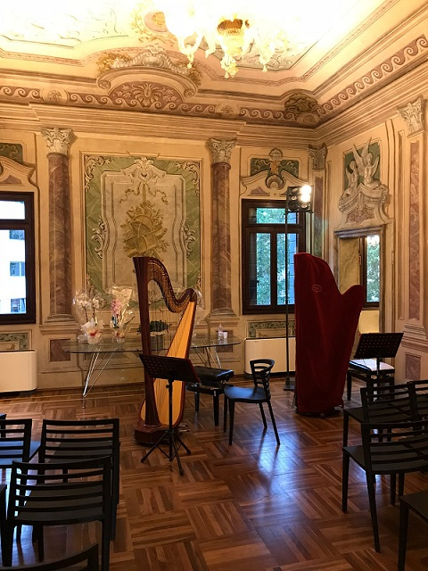 Salone affreschi VEZ con arpe