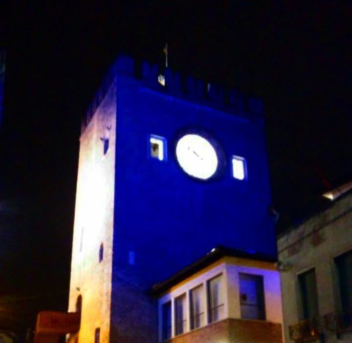 Torre Civica di Mestre illuminata di blu