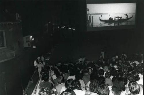 Una proiezione del ciclo Cinema all'Aperto in Campo Sant'Angelo