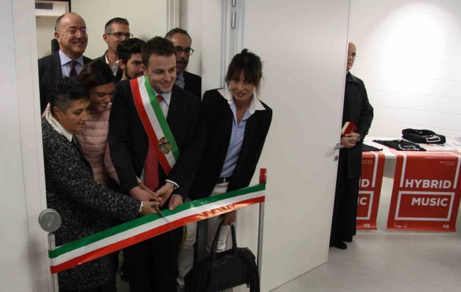 L'Assessore Simone Venturini al taglio del nastro