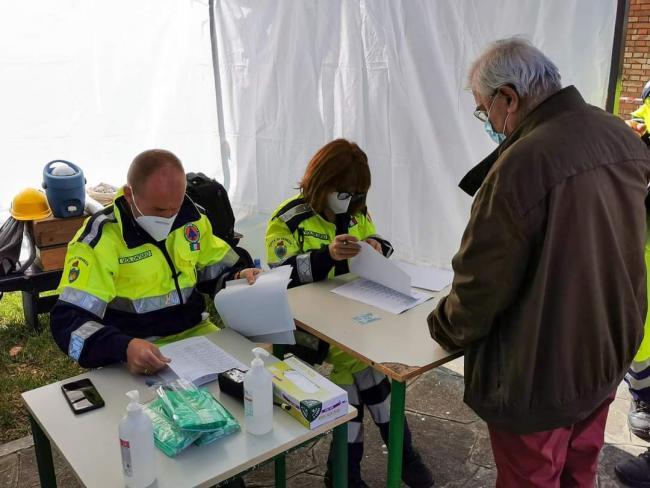 Burano Aprile 2021: i volontari danno supporto alle attività vaccinali per la popolazione residente nell'isola