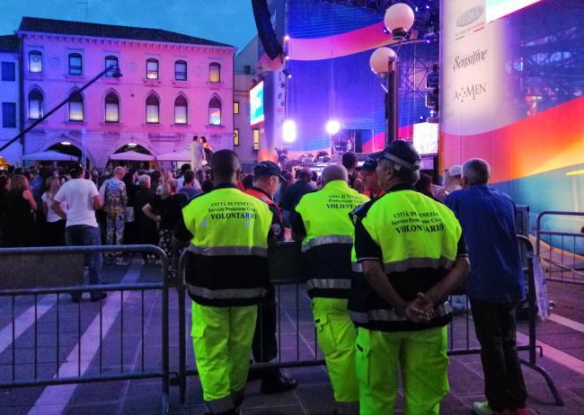 Volontari impegnati in supporto alla cittadinanza durante i grandi eventi